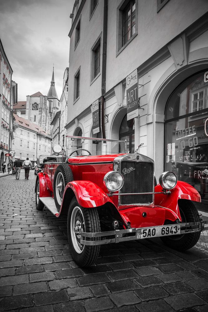 Historische praga auto op de straat van Praag