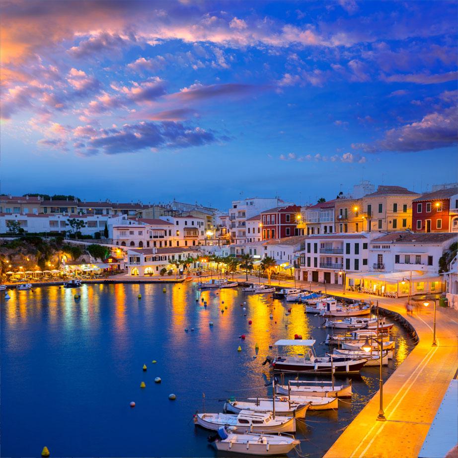 Cales haven zonsondergang in Mahon in Balearen