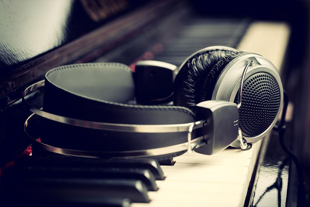 Piano klavier en hoofdtelefoon