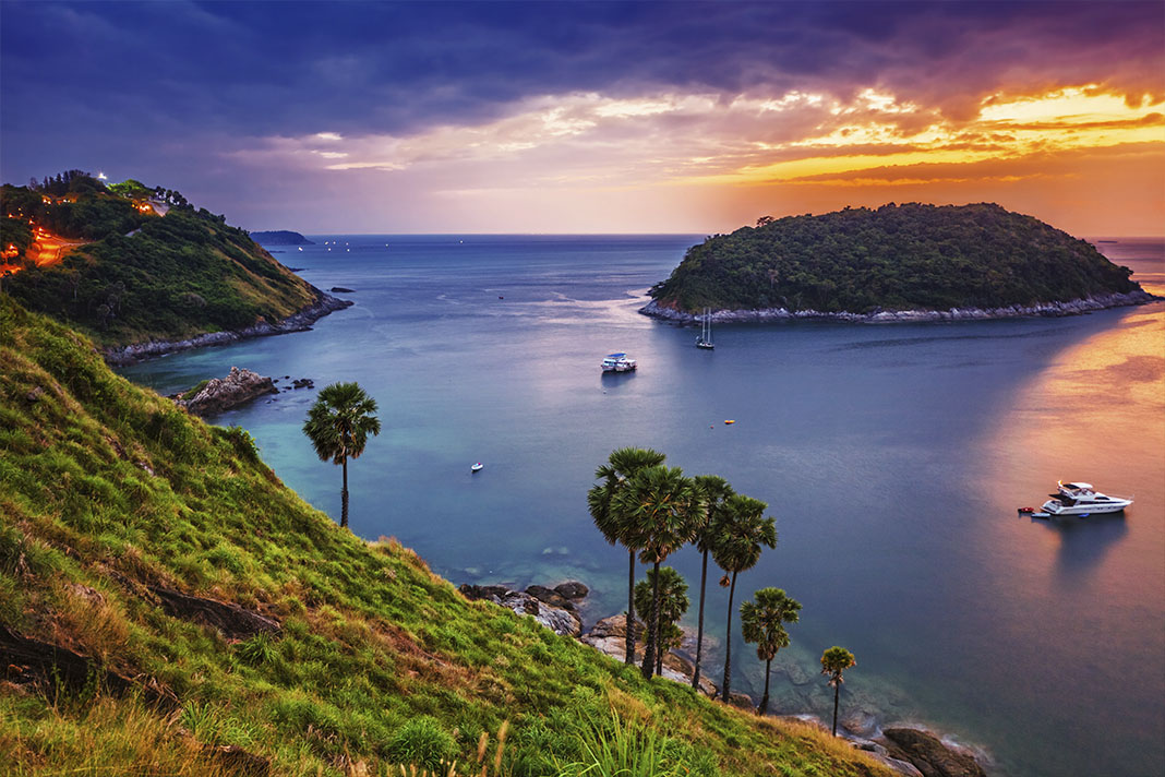 Tropische zee bij zonsondergang