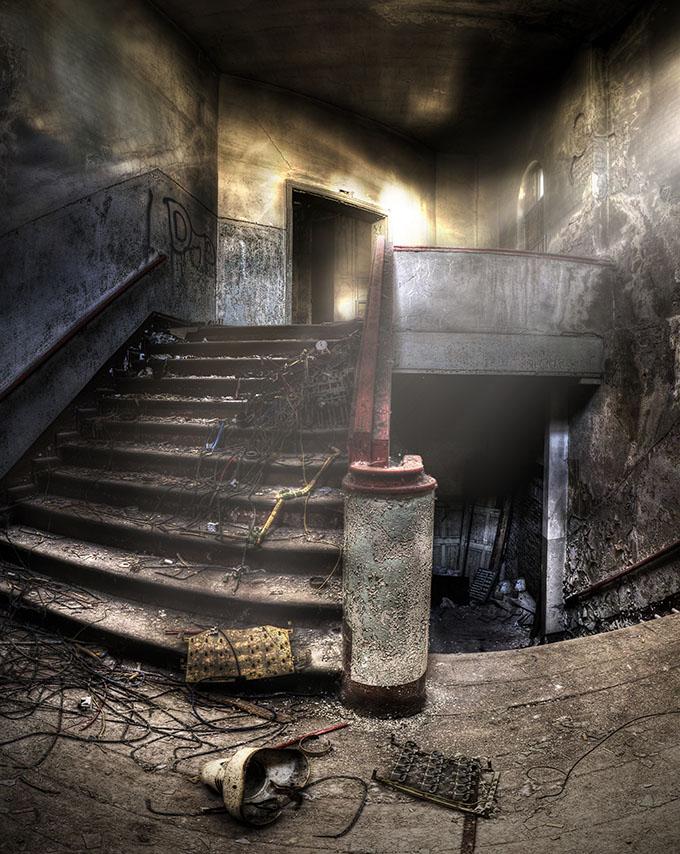 Trappen in een verlaten complex