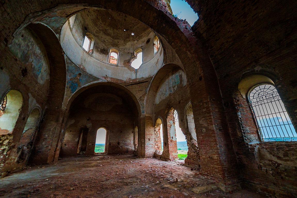 Oude orthodoxe kerk ruïne
