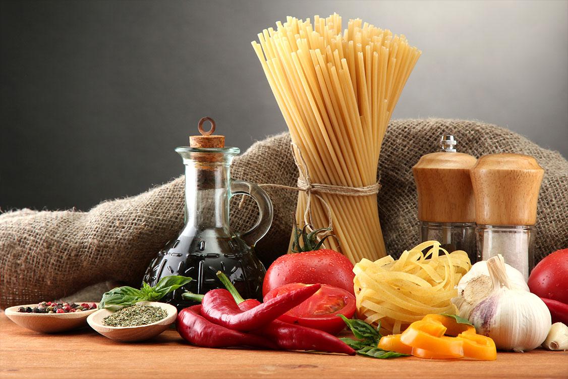 Pasta spaghetti, groenten en kruiden